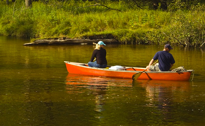 Edyta and Pierre canoe